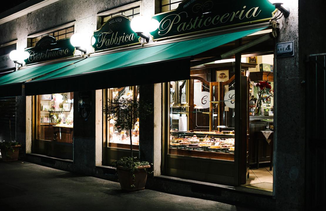 vetrina del negozio della Pasticceria Castelnuovo